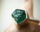 Rough Raw Emerald Ring - Engagement Wedding - Sterling Silver - Custom size - metalmorphoz