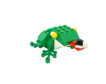 Green Frog Building Kit, with fly!