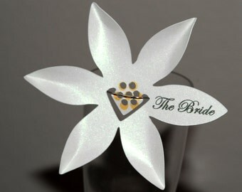 10 Personalized Daisy Flowers Place /Escort Cards - Bookmark Favors - Scrakbooking - Table Decor