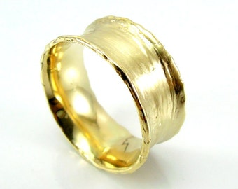 Curvy wide gold wedding ring