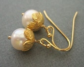 Pearl Jewelry, Pearl Earrings, Gold Leaves, Gold Earrings, Fall Bridal Jewelry