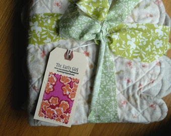 SALE!  Just marked down! Linen and Flannel Scalloped Baby Quilt, Ready to Ship