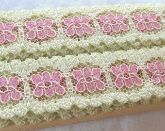"""vintage FLORAL LACE 1"""" pink on soft yellow  (153"""", 4.25 yards )"""