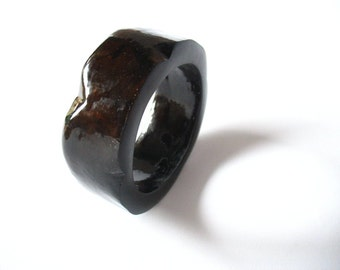 Tortoiseshell bangle , resin bangle ,brown wedge edged resin bangle bracelet jewelry , black brown bracelet resin bangle , resin jewellery
