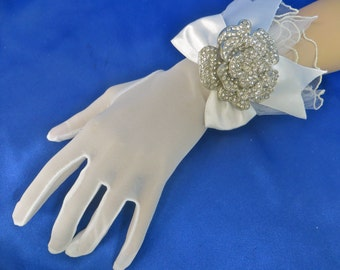 Bridal Rhinestone Gloves, Formal Lace Gloves, Bridal Lace Gloves, White Lace Gloves, Formal Wedding Gloves, White Bridal Gloves