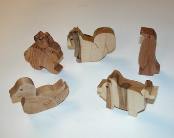 Toy Animals - 5 Wooden Animals -  Child's Decor and  Imagination - Kids Toys