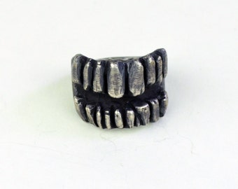 Mouth of Teeth ring