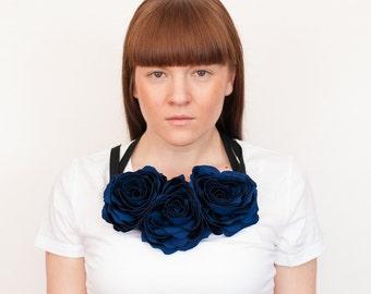Fabric flower necklace DARK BLUE