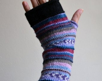 Hand-knit Lavender Fingerless Gloves - Wrist Warmers - Purple Fingerless gloves - Gift Ideas - Fashion Gloves - Fall Accessories   nO 61.
