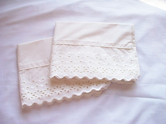Vintage Pillowcase Pair Dan River Eyelet Trim Standard Size