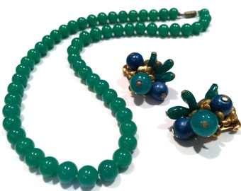 SET of 2 Stunning Vintage Hattie CARNEGIE Couture Runway Clip on Earrings Green Glass Beads Necklace Authentic Vtg Jewelry talkingfashion