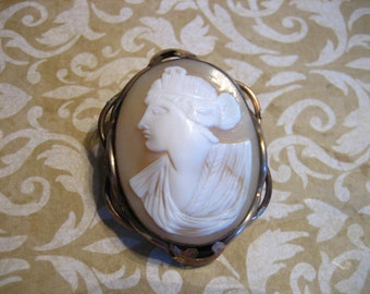 Antique Victorian Carved Shell Cameo Pin / Brooch
