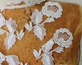Cute venice  flower applique white color  4   pieces listing