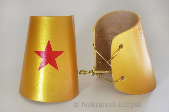 Wonder Woman Gold Adult Cuffs with Red Star Justice League Halloween Dc Comics Superhero Dawn of Justice Cosplay Geek Costume Accessory