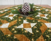 """ON SALE! Quilted Christmas Tablerunner """"Star Shine"""" in Green and Gold"""