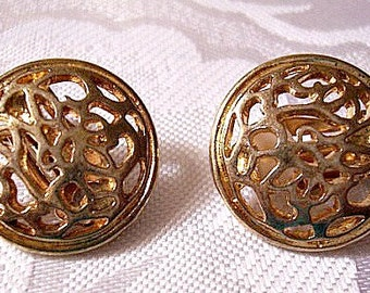 Garden Path Disc Clip On Earrings Gold Tone Vintage Open Round Abstract Pattern Rim Edge