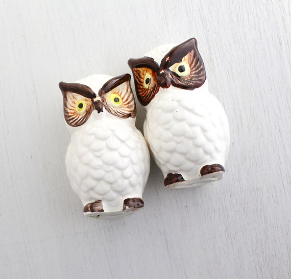 Vintage Owl Salt & Pepper Shakers - Retro 1960s Ceramic Brown and White Hand Painted Home Decor / Lego Hooters