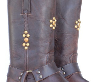 Unique Studded Frye oiled leather mens motorcycle/harness boots 9 M MINT