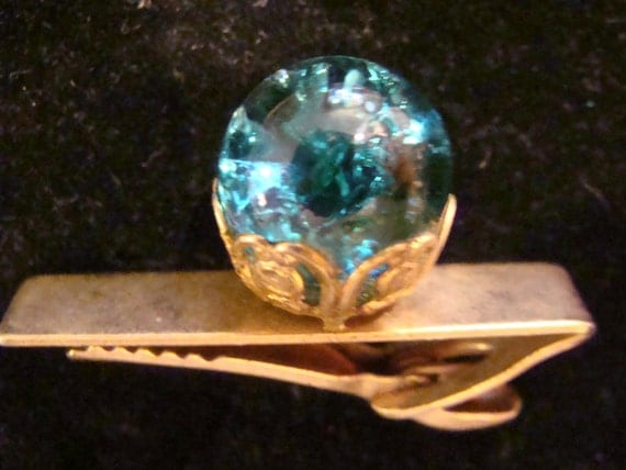 Mens vintage jewelry Tiebar Tietack with blue crackle glass marble in filigree setting - unsigned