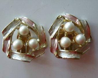 On Sale JUDY LEE faux pearls, enamel, gold plate metal clip-on earrings.