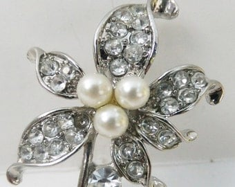 Vintage jewelry brooch in silver with clear rhinestones and simulated white pearls flower brooch