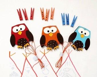 kids artwork display hanger 3 owls, blue, red and orange wall art, displaying children art, kids decor