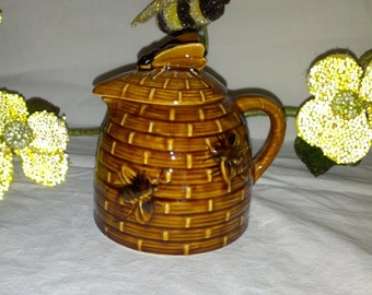 Brown honey pot