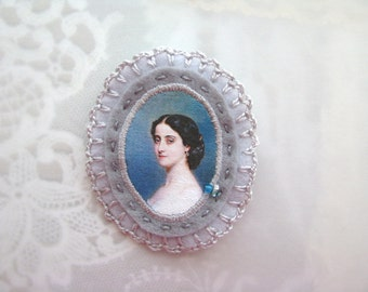 victorian grey and blue cameo brooch - felt pin broach - lady portrait - victorian style brooch - gift for her - museum painting brooch