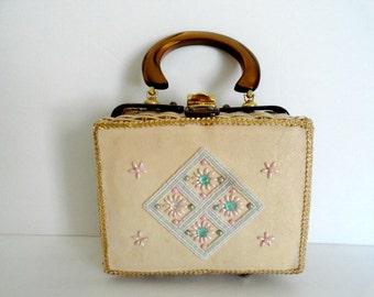 VINTAGE LUCITE HANDBAG Vintage 1950s Wicker and Lucite Handbag Purse Petite Beige Wicker Basket Handbag Lucite Purse