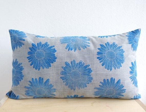 kissen margerite in blau biobaumwolle von lakattun auf etsy. Black Bedroom Furniture Sets. Home Design Ideas