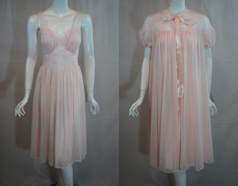 1950s Vanity Fair Pink Peignoir Set Nightgown Robe 32