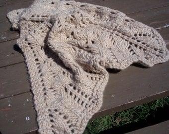 TRIANGLE SHAWL: Chunky Wool yarn - hand-knitted with big needles