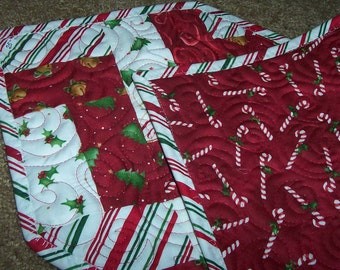 CHRISTMAS TABLE RUNNER - Peppermint Twist Quilted Table Runner