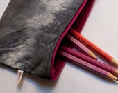 small tie dye zipper pouch / cosmetic case / pencilcase /  black and grey with dark pink zipper / inside pocket with paperboat print