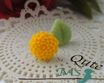 Mum and Leaf stud earrings -  sunflower yellow and green