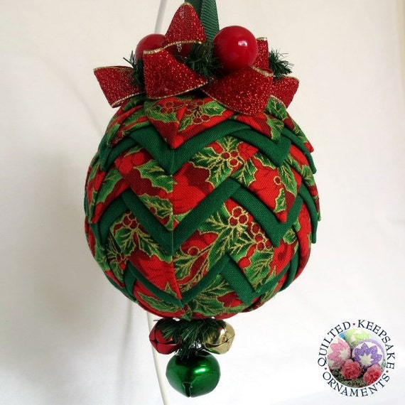 Quilted keepsake ornaments christmas bell red and green