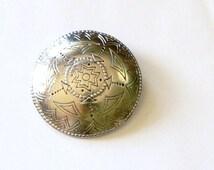round silvertone   brooch
