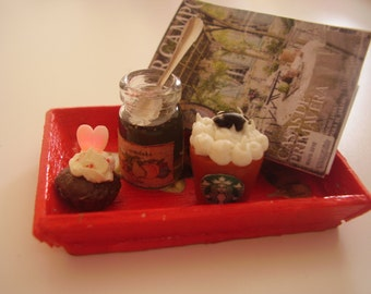Dollhouse tray with accesories