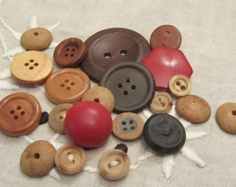 Lot vintage wood buttons mixed