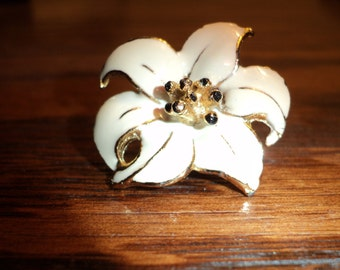 A GILDED LILY  Tack Pin of a White Enamel Covered Lily on  gold plated metal in Very Good Condition.
