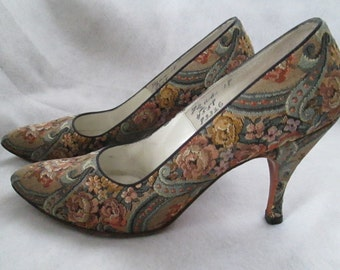 1960's RINALIER Made For IMAGNIN Floral Paisley Pumps