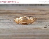 Hold My Heart - Victorian Fede Gimmel Ring Heart in Hand Yellow Gold