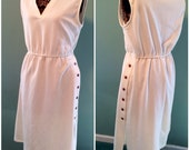 Vintage 70s Womens White Sleeveless V Neck Casual Day Dress size Large