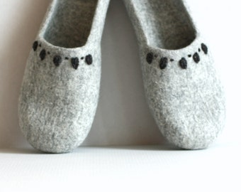 Felted slippers Grey - made to order  - handmade womens slippers - eco friendly - Eco-Friendly Clothing - Mothers day gift - gift for her