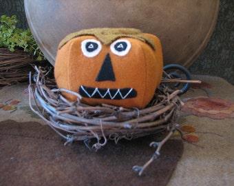 Wool Jack-O-Lantern pincushion FAAP