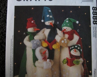 McCalls Crafts Pattern 8888 Snow Carolers Snowman Doll Christmas Decoration UC Uncut