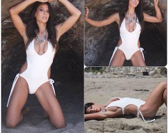 WHITE DRAGON-  White Monokini/Maillot de bain, maiô/ swimwear/ sexy white Monokini/ bikinis