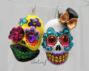 Skull new shap the day of the dead skull top hat peacock and yellow earrings