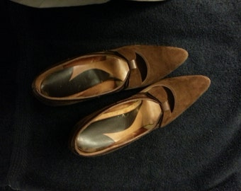 Beautiful Vintage LifeStride Brown Leather Pumps