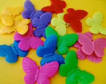 10 x beautiful butterflies,plastic charms, gum ball charms, coloured butterflies, mixed set, kids, kitsch charms